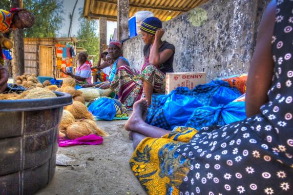 le cosmopolitisme de Maputo avec les marché colorés des mozambicains