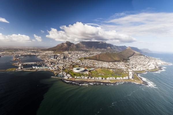 La ville du cap vue du ciel lors d'un survol en hélicoptère