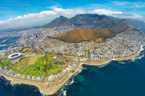 La ville du Cap vue du ciel depuis un survol en hélicoptère