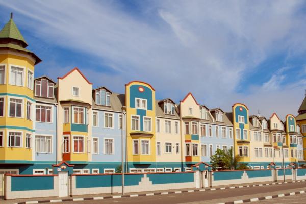 façades d'immeubles aux influences allemandes typiques de swakopmund