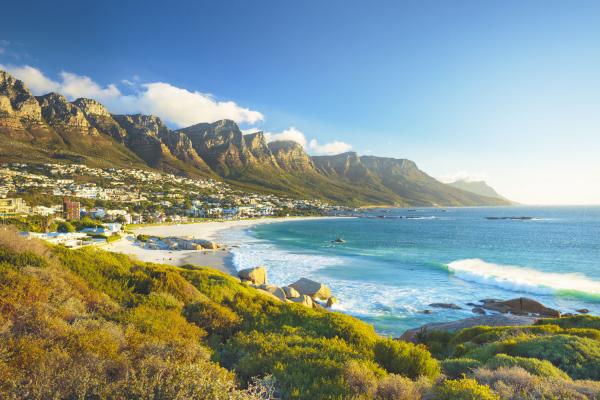 Vue sur Camps Bay, Table Mountain et les douze Apôtres au Cap