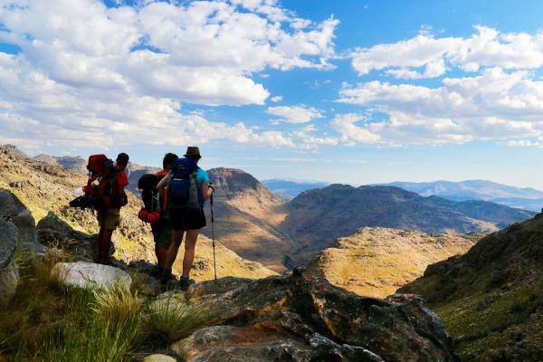 randonneurs faisant une pause pour admirer le panorama du cederberg │ 68