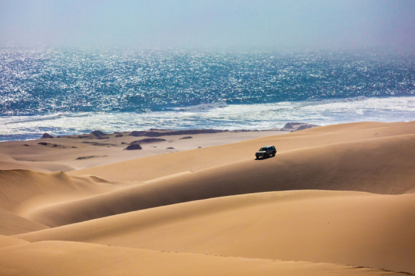 Une excursion en 4x4 dans les dunes, entre désert et océan