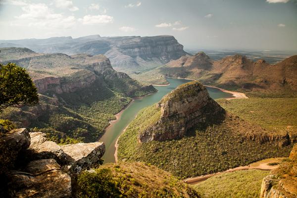 Points de vue grandiose sur Blyde river canyon (montagnes et rivière)