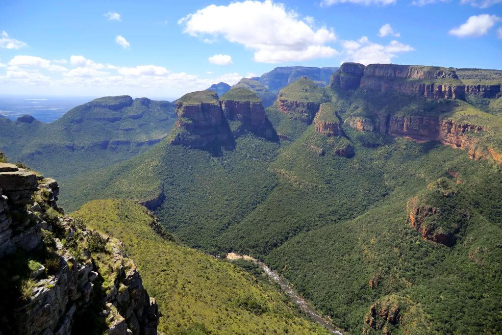 Panorama sur le blyde river canyon et le point de vue Three Rondavels