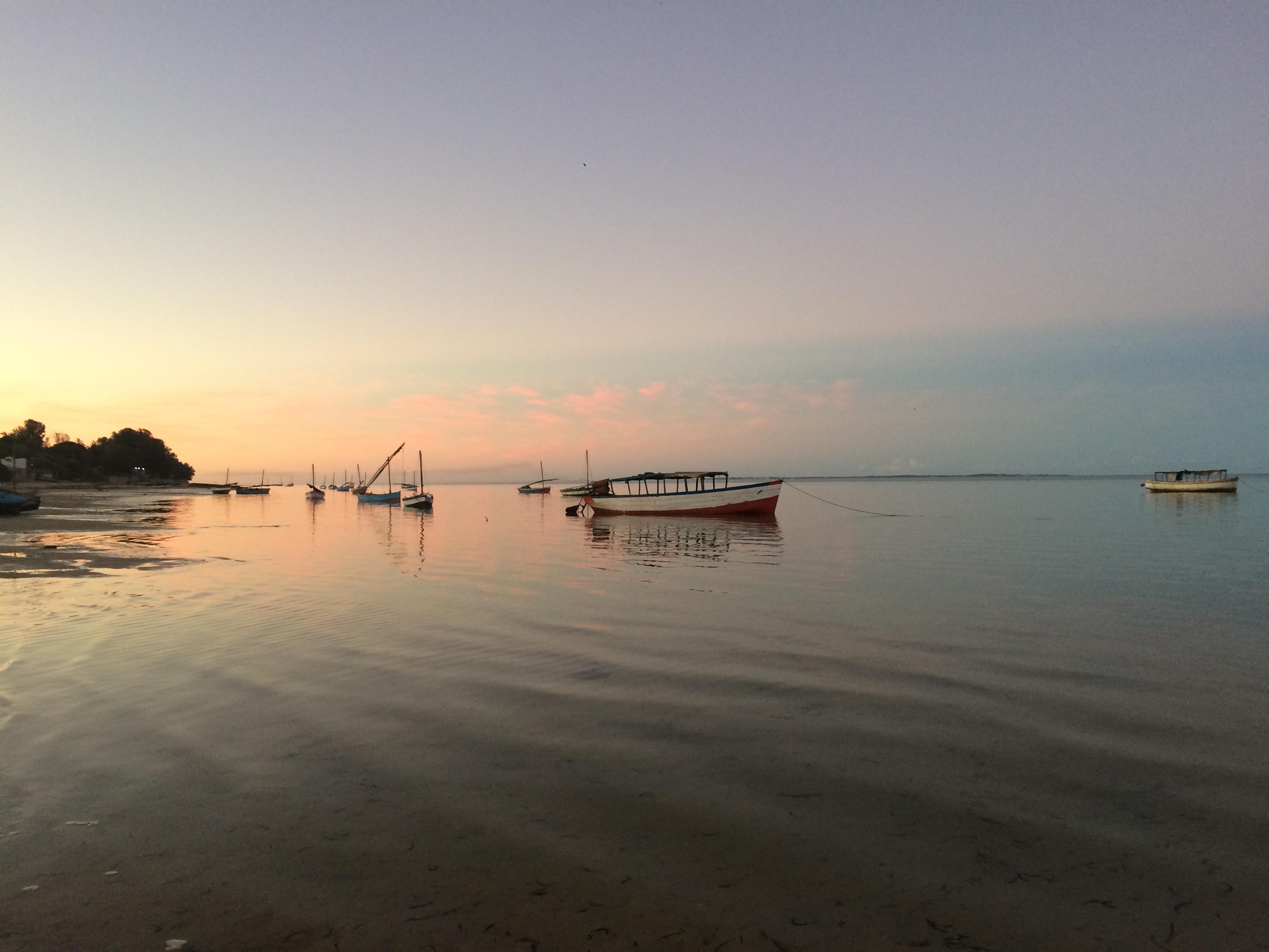 baie de vilanculos avec un magnifique de coucher du soleil