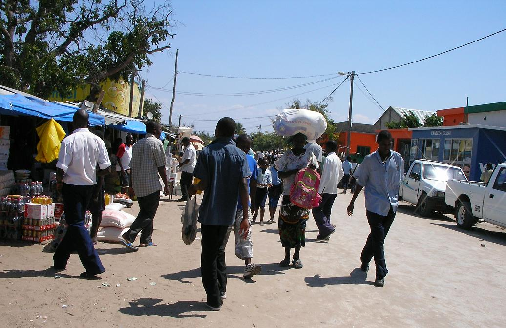 effervescence dans les rues du marché de Vilanculos