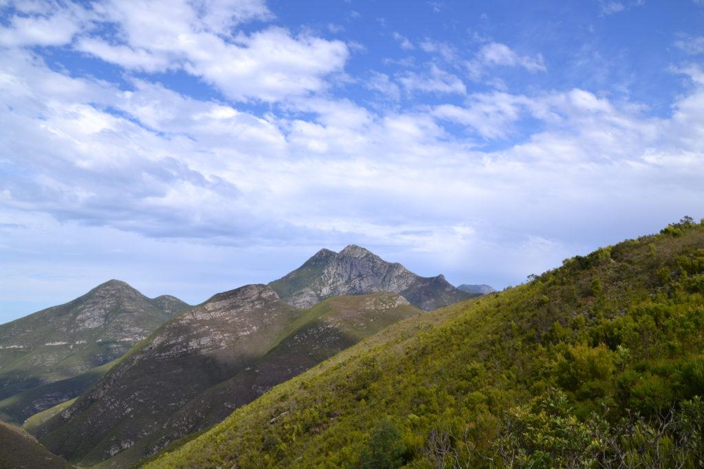 Magnifique vue donnant sur les vallées d'Outeniqua observée depuis le col