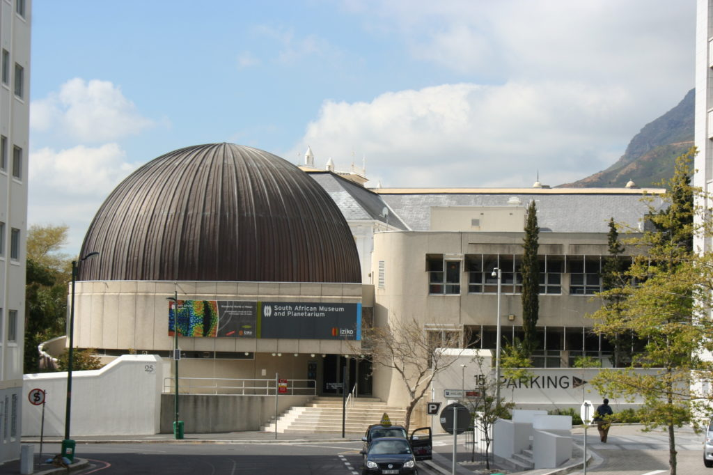 Vue exterieure du musee Iziko situe dans le centre de la ville du Cap