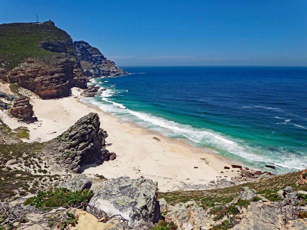 Entre montagne et océan : vue sur la plage sauvage de Diaz beach