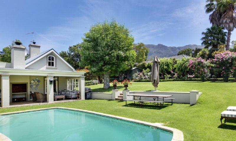 Location de maison à Constantia avec jardin, piscine et vue