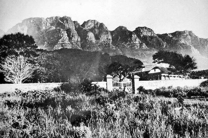 Paysage de Camps Bay avant avec la montagne des 12 Apôtres en fond